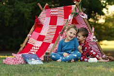 Eliz Alex photography Christmas teepee christmas mini holiday tent idea The Woodlands Texas child and family photographer, Tomball Texas photographer, Magnolia, Texas photographer Holiday Mini Session, Christmas Mini Sessions, Christmas Minis, Christmas Photo Cards, Christmas Baby, Christmas Decor, Family Christmas Pictures, Holiday Pictures, Family Photos