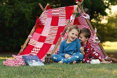 Eliz Alex photography Christmas teepee christmas mini holiday tent idea allen texas photographer