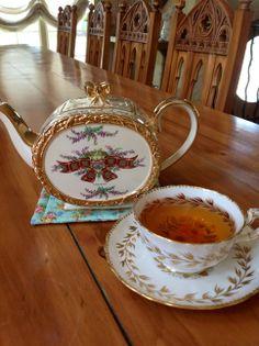 Sadler Tea Pot from Helen's Royal Tea House… Victorian Tea Party, Royal Tea, Cuppa Tea, Tea Pot Set, Chinese Tea, Tea Art, Chocolate Pots, Coffee Set, Sweet Tea