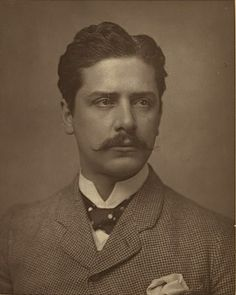 Love the polka dot tie Victorian stage actor William Terriss is sporting in this photograph. #Victorian #19th_century #1800s #photograph #antique #vintage #actor #man #suit #tie #pocket_square #William_Terriss Victorian Men, Victorian London, London Metropolitan, Vintage Gentleman, Vintage Man, Call Of Cthulhu, British Actors, Man Photo, Vintage Pictures