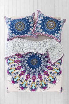 UO send me a kingsize duvet cover please!!! You are so killing this... ahhh! #wantone Magical Thinking Luna Medallion Duvet Cover