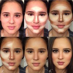 Chica mostrando el proceso de aplicación del maquillaje