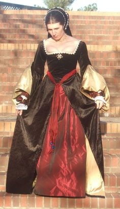 Tudor Gown [ A brightly colored sash is a good sash. Especially if it's red. ]