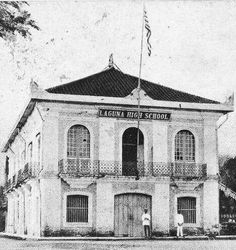 The first national high school in pagsanjan from 1903 to 1911 National High School, Manila, Historical Photos, Philippines, Cities, Louvre, History, Street, Building