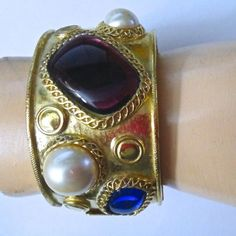 VINTAGE-Marcella-Saltz-for-TRIFARI-BRACELET-Jeweled-Goldplated-Chunky-Wide