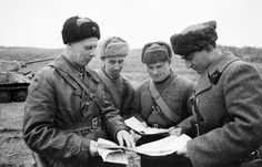 Commander of the 5th Guards Tank Brigade, Major-General Nikolai Fedorovich Mikhailov (1897-1972, left) with the Commissioner brigade battalion commissar Kaplustovym (far right) and officers against the backdrop of the T-34-76.