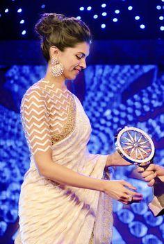 Five Best Saree Blouse Designs – Fashion Asia Saree Jacket Designs, Fancy Blouse Designs, Sari Blouse Designs, Blouse Patterns, Sari Dress, Saree Blouse, Lehenga, Anarkali, Churidar
