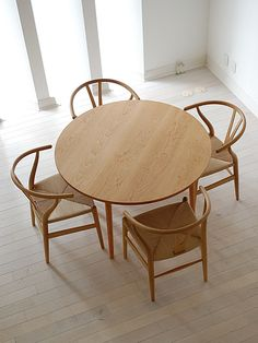 Round Dining Tables For Small Spaces - The Architects Diary Dining Table Design, Dining Nook, Round Dining Table, Dining Chairs, Kitchen Interior, Home Interior Design, Table For Small Space, Small Spaces, Minimalist Dining Room