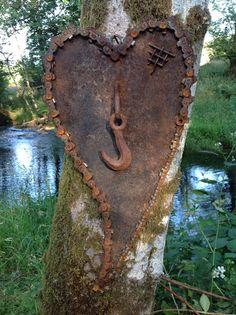 Kathi's Garden Art Rust-n-Stuff: Rusty Heart Art Metal Yard Art, Scrap Metal Art, Metal Art Projects, Metal Crafts, Art Crafts, Garden Crafts, Garden Art, Art Fer, Objet Deco Design
