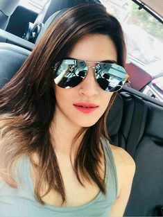 With so many new faces coming into the film industry, Bollywood has a huge list of new actresses who are really working hard to make a place for themselves and among all of them, Kriti is doing an amazing job. Bollywood Heroine Photo, Beautiful Bollywood Actress, Bollywood Actors, Bollywood Celebrities, Beautiful Indian Actress, Bollywood Fashion, Bollywood Girls, Indian Celebrities, Beautiful Celebrities