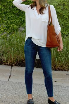 my everyday style: the PERFECT white blouse! my everyday style: the PERFECT white blouse! jillgg's good life (for less) Casual Chic Outfits, Work Casual, Trendy Outfits, Fashion Outfits, Womens Fashion, Emo Fashion, Jean Outfits, Fashion Clothes, Night Outfits