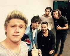 One Direction Selfie, One Direction Photoshoot, Four One Direction, One Direction Wallpaper, One Direction Pictures, Liam Payne, Nicole Scherzinger, Best Friend Love, Friends In Love