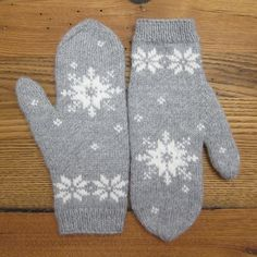 Free pattern. 1/10 January Mittens Finished! by katbaro, via Flickr