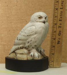 Snowy Owl Miniature Carving by Bob Guge Wood Carving Art, Bone Carving, Wood Carvings, Bird Sculpture, Animal Sculptures, Ceramic Workshop, Owl Photos, Snowy Owl, Owl Art