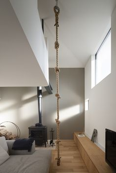 秋は美味しいものがありすぎて、つい食べ過ぎてしまいます。気付けば夏頃の体重を上回っていて、がっくりと肩を落とすなんてことありませんか。でも大丈夫!秋は身体を動… Home Interior Design, Interior Architecture, Interior And Exterior, Interior Decorating, Indoor Climbing Wall, Hangout Room, Small Tiny House, My Room, Home And Living