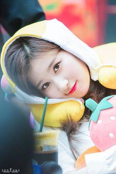 Sana-Twice 180429 Fansign Event Kpop Girl Groups, Korean Girl Groups, Sana Cute, Couple With Baby, Twice Group, Sana Minatozaki, Twice Once, Twice Sana, Im Nayeon