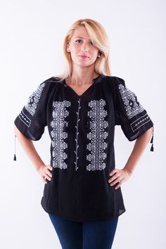 Cute traditional Romanian shirt in black and white Craft Patterns, Traditional Outfits, Tunic Tops, Costumes, Black And White, Dancers, Cute, Wonderland, How To Make