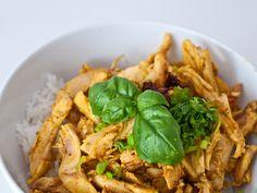 sauce soja, citronnelle, huile d'arachide, oignon nouveau, nuoc mam, filet de poulet, sucre en poudre, arachide, ail, petit piment, feuille de menthe