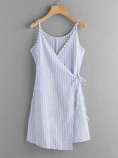 Модное платье в полоску с запахом