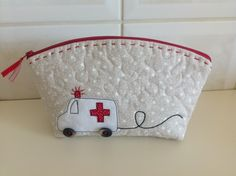 Sewing Hacks, Sewing Crafts, Sewing Projects, Patchwork Bags, Quilted Bag, Diy Bags No Sew, Diy Bags Purses, Free Motion Embroidery, Patch Quilt