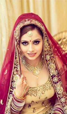 Indian bridal jewellery, jewelry, hathphool, necklace, maang tikka, bridal eyes, hairstyle