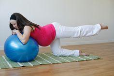 donna incinta flessione gamba pilates