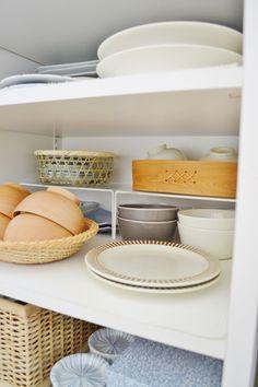 * お気に入りの食器棚 の 収納 * | めがねとかもめと北欧暮らし