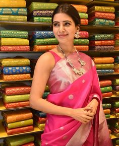 9 South Indian Celebrities Who Show Us How To Dress As A Traditional Bridesmaid! Samantha In Saree, Samantha Pics, Samantha Ruth, South Indian Sarees, Indian Silk Sarees, Saree Blouse Patterns, Saree Blouse Designs, Saree Gown, Sari