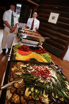 Log Haven Restaurant Catering Buffet, Catering Display, Catering Food, Catering Ideas, Party Buffet, Buffet Tables, Party Platters, Beach Wedding Foods, Gastronomia