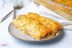 Creamy White Chicken Enchiladas. Flour tortillas stuffed withy cheesy chicken and topped with a creamy white sauce and shredded cheese. The perfect easy Mexican dinner recipe. Easy Chicken Pot Pie, Cheesy Chicken, Easy Chicken Recipes, Fried Chicken, Crockpot Recipes, White Sauce Enchiladas, White Chicken Enchiladas, Mexican Enchiladas, Mexican Lasagna Recipes