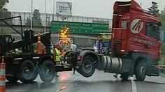 Un muerto y al menos tres heridos tras un choque múltiple en la Autopista del Oeste - LA NACION (Argentina)
