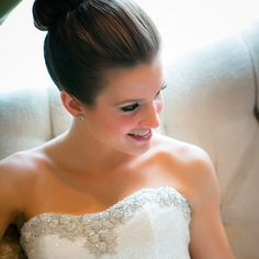 Check out these 6 quick tips to make sure your wedding makeup stays perfect and in place throughout your big day.