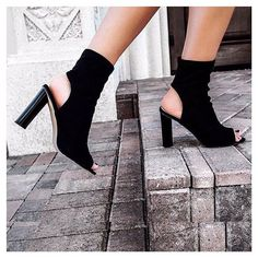 Cut out vibin' 😜 @hidemycoat  MAYA £34.99 / $43 - Take 15% off your order when you sign up to our newsletter!  Shop link in bio #EGOSQUAD