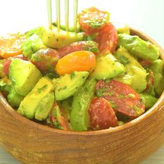 Avocado Salad - I enjoy this quick and healthy Avocado Tomato Salad almost daily during the summer months. It is ver - Easy Summer Meals, Healthy Summer Recipes, Healthy Salads, Summer Salads, Healthy Eating, Summer Bbq, Soup Appetizers, Appetizer Recipes, Mozzarella Salad