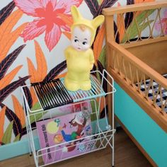 Créer une table de chevet scoubidous / A bedside table made of plastic threads