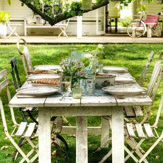Garden party ideas Rustic al fresco dining with Easy Garden, Summer Garden, Home And Garden, Garden Ideas, Outdoor Dining, Outdoor Spaces, Outdoor Decor, Lombok, Rustic Table And Chairs