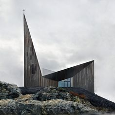 ReiulfRamstad Arkitekter The new Community Church Knarviksignals its function with a sacral dignity and recognisable form, where the church spire, sanctuary and chapel are emphasised by ascending roof planes. Sacred Architecture, Religious Architecture, Church Architecture, Architecture Details, Modern Architecture, Modern Scandinavian Interior, Scandinavian Architecture, Modern Church, New Community