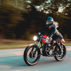 """The best present is a bike you built for yourself: """"Moxxi,"""" 1972 CB175 #caferacer built by @gutterskump. ::⚡️http://ift.tt/2hPtjno :: : @photosby_laurence :: #hondacb #cb175 #builtnotbought"""