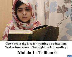 On lire tire en plein visage car elle veut être éduquée. Elle sort du coma. Elle recommence aussitôt à lire: Malala:1 - Talibans:0
