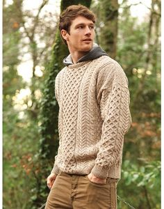 This Aran Sweater is made from merino wool. We have many sweaters for women that are long lasting and extremely warm direct from the Aran Islands home of the Aran Sweater. Buy your ladies Irish Sweater today Mens Fashion Sweaters, Sweater Fashion, Mens Sweater Outfits, Mens Knit Sweater, Fashion Hoodies, Outfits Casual, Mode Outfits, Gents Sweater, Benetton
