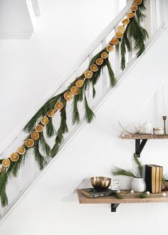 34 Attractive Diy Holiday Garland Decorating Ideas On A Budget - Are you looking for some Christmas DIY projects? Check out these ideas for creating handmade decorations for your home. Baking and decorating a ginger. Cozy Christmas, Simple Christmas, All Things Christmas, Christmas Holidays, Christmas Decorations, Holiday Decor, Christmas Fireplace, Natural Christmas, Hallmark Christmas