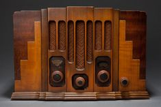 """Seldom seen Art Deco """"Skyscraper"""" wooden RCA model 115 tube radio made circa 1933 by RCA Victor Co. This radio has a great stepped skyscraper shape, symmetrical design, beautiful colored wood and concentric circle knobs. This wooden radio has none of the usually heavy detailing found on the majority of antique wooden radios. Cabinet styling clearly shows the departure in design from the ornately carved faces of previous wooden radios."""