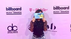 Pretending like I'm camera shy !  #wondertramp #newblogger #fromwhereistand #passionpassport #exploretocreate #Media #magentacarpet #visitlsvegas #travelvegas #tmobilearena #hydewithus #fashionblogger #LasVegas #billboardmusicawards2017 #BBMA2017 #VegasBuzzTV #newblogger