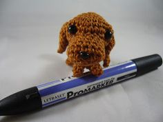 Tiny amigurumi dachshund. About 7cm long. The pattern is from a book by Mitsuki Hoshi.