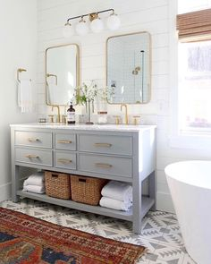 Modern Farmhouse, Rustic Modern, Classic, light and airy master bathroom design some ideas. Bathroom makeover suggestions and master bathroom renovation ideas. Bathroom Renos, Bathroom Interior, Remodel Bathroom, Bathroom Remodeling, Remodeling Ideas, Interior Livingroom, Bathroom Cleaning, Basement Bathroom, Bathroom Furniture