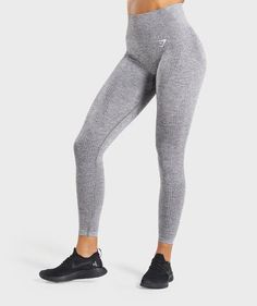 Gymshark Vital Seamless Leggings are your perfect gym companion. Supportive & seamless, with DRY technology. Smash every workout with the Vital seamless range. Nylons, Leggings Gris, Grey Leggings Outfit, Shark Leggings, Today's Outfit, Gyms Near Me, Workout Pants, Workout Outfits, Outfits