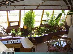 Earthship kitchen with greenhouse Earthship Home Plans, Building Design, Building A House, Earth Bag Homes, Large Greenhouse, Adobe House, Eco Architecture, Natural Homes, Solar House