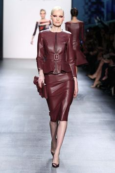 Pretty Leather Dress Design Ideas That Inspire You 10 2016 Fashion Trends, Current Fashion Trends, Fashion News, Girl Fashion, Womens Fashion, Pencil Skirt Outfits, Leather Dresses, Latex Fashion, Couture Fashion