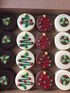 32 Creative Desserts Ideas--Christmas Day's Recipes On snowy days, enjoying these desserts with a cup of hot cocoa can a very joyful thing. Christmas Sugar Cookies, Christmas Snacks, Xmas Food, Christmas Cooking, Holiday Treats, Christmas Cookie Exchange, Kids Christmas, Christmas Sweet Table, Holiday Recipes
