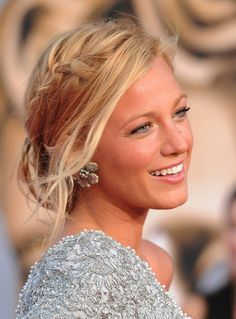 blake lively smiling, blonde hair, in a braided low updo, easy hairstyles for short hair, grey lace dress # Braids ponytail blake lively ▷ 1001 + ideas for beautiful hairstyles + DIY instructions Formal Hairstyles, Braided Hairstyles, Wedding Hairstyles, Greek Hairstyles, Hairstyle Short, Bridal Hairstyle, Hairstyle Ideas, Bridal Braids, Quinceanera Hairstyles